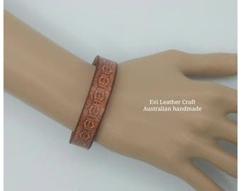 Embossed Leather bracelet 15 mm, hand tooled leather cuff, leather wristband, brown  bracelet, men's cuff, leather jewellery, gift