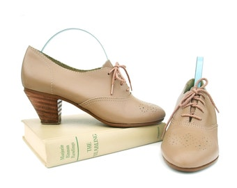 Vintage Shoes 70s Taupe Leather Oxford Wingtip Stacked Heel 7 1/2