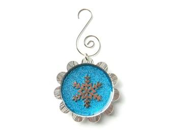 Petal Cap Ornament - Snowflake on Glitter