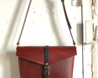 Reader crossbody bag in deep red