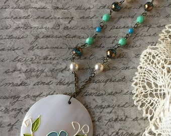Shell Floral Pendant Necklace