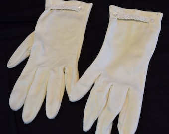 Women's vintage off white ivory wrist length gloves with braided and buttoned trim at wrist size 6