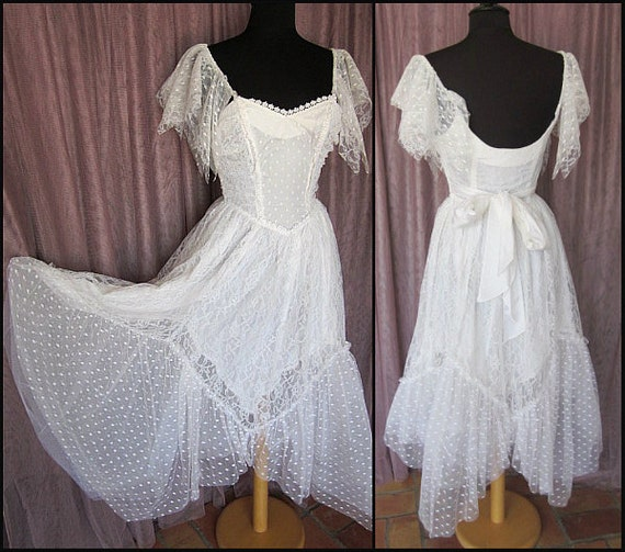 Vintage Wedding Dress / fits S / 80s bridal dress / Vintage White Lace Dress / Angel Sleeve Wedding Dress / Vintage Tulle Dress