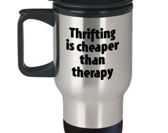 Thrifting Travel Mug - moins cher que la thérapie - friperie Mugs Junk Junking tasse à café cadeau