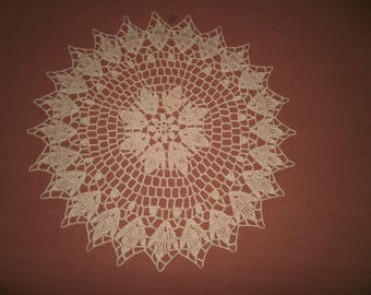 N62 DOILY crocheted in cotton