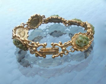 Bracelet with Green Agate Stone Chips Set into Gold Tone Fluted Oval Panel links - Costume Jewellery - Gift Boxed