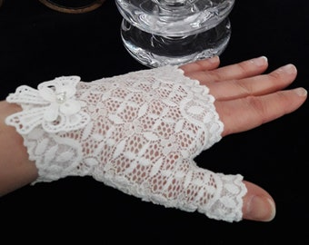 Short bridal lace fingerless gloves