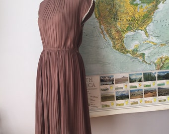 Sweetest 70s Pleated Midi Dress