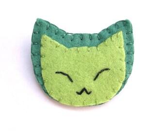 Green cat button, green felt brooch, kawaii jewelry, cat brooch, pinback button
