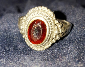 Stunning solid sterling silver blood red garnet ring with a filigree pattern