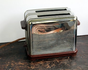 Vintage Manning-Bowman Art Deco Toaster with Bakelite Handle and Bottom Feet Kitchen Appliance Modern 1939