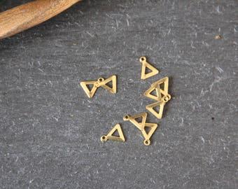Set of 25 charms triangle 8 x 9mm raw brass, haberdashery supplies triangles, ethnic, tribal, jewelry by Myo supply DIY
