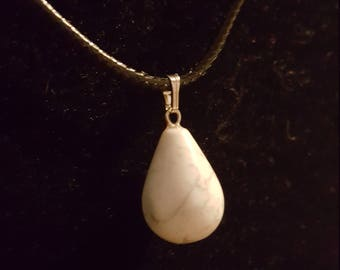Natural stone Necklace: Howlite