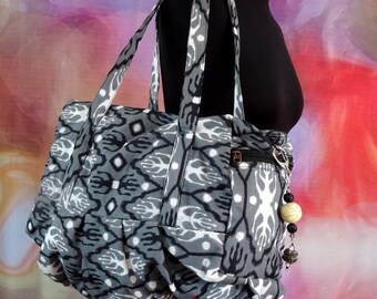 Handbag in grey and white drawing printed cotton fabric IKAT with bag charm