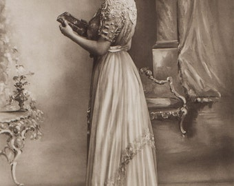 Photo of stage actress, singer Lily Elsie