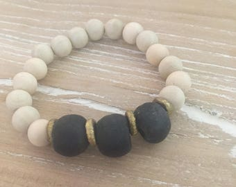 Recycled glass and wood beaded bracelet