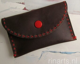 Card holder / slim wallet / coin case in dark brown waxed leather. Hand stitched with red waxed thread. Gift under 20