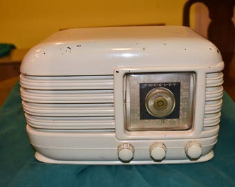 Mid Century Modern Crosley Art Deco White Radio 56TX 1946