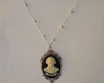 """NECKLACE - Sautoir avec pendentif camée du compositeur """"Ludwig Van Beethoven"""" en relief"""