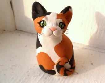 Cute Calico Cat, Cat Lover Gift, Calico Cat Sculpture, Polymer Clay Mini Hand sculpted by Raquel at theWRC CAT Collectible, Calico kitty