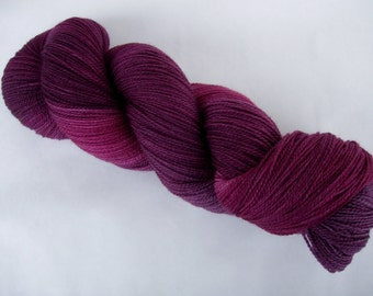MULBERRY WINE, handpainted merino yarn, merino lace yarn, superwash merino yarn, hand dyed lace yarn, 3.5oz/700yds, 100g/630m, 100% wool