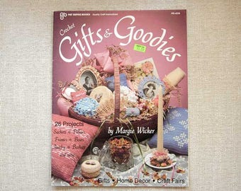 Crochet Patterns Book, Victorian Decor, Gifts & Goodies, Crocheting Sachets, Pillows, Frames, Boxes, Jewelry, Baskets, 26 Craft Projects