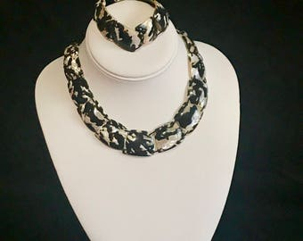 Vintage Shell Beaded Necklace and Bracelet Set Black and White Shell Jewelry Beautiful