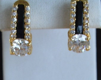 On sale Pretty Vintage Black, Clear Rhinestone Pierced Earrings, Gold tone (R15)