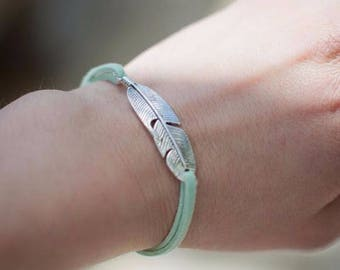 BRACELET boho women SLIDING KNOTS with suede for women, antique gold or silver feather charm. - BRA01