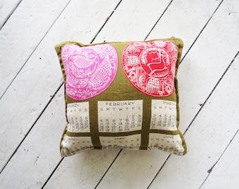 Vintage Calendar Pillow // Moss Green 1960's Decorative Pillow // Vintage Home Decor