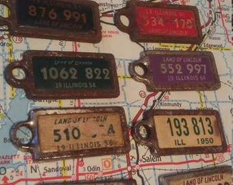 Vintage License Plate Key Chains.. Tags.. '40s.. '50s.. '60.. Steampunk.. Crafty.. Industrial,, Garage Find.. Illinois