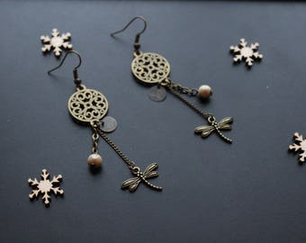 Ethnic earrings / Bohemian with Pearl and bronze charm
