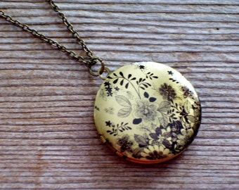 Black and Brass Floral Art Locket Necklace, Round Black Flower Locket, Botanical Locket, Floral Locket, Photo Locket, Mother's Day Gift