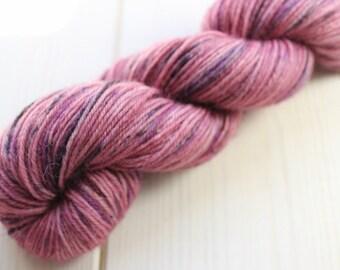 Skein hand - dyed Fingering - superwash Merino - 50g / 200 m - Pink Robin