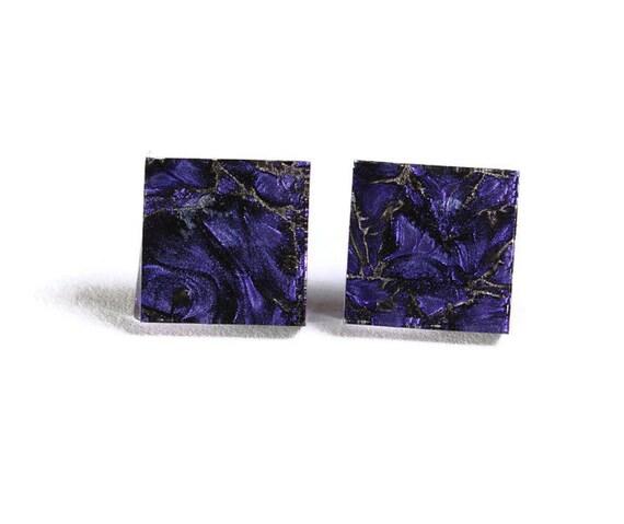 Violet purple glass square stud post earrings (706)