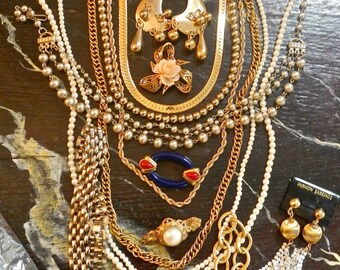15 pc costume jewellry collection from the 60s and 70s