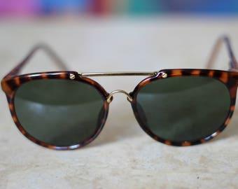 Vintage Round Tortoise Sunglasses