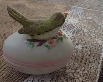Ceramic egg with bird...very sweet....vintage.....Easter decor....green bird