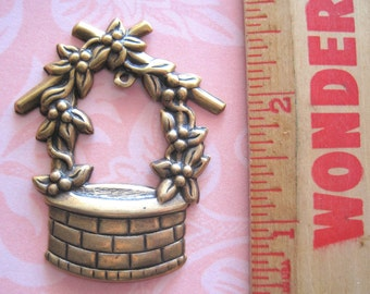 Wishing Well with Floral Vines - Antique Matte Gold