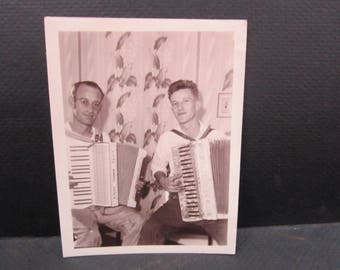 Snapshot accordion  players 1948