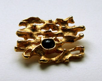 1970s Robert Larin Brutalist Gold plated Brooch with a Black Glass Cabochon