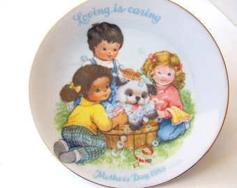 """Mother's Day Plate from Avon """"Loving is Caring"""" 1989 - Mother's Day Decor, Avon Plate"""