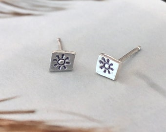 Silver stud earrings , silver post earrings , flower earrings , flower stud earrings, stud earrings , silver jewelry, gift for her