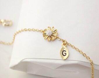 Daisy flower bracelet, Personalized bracelet, initial bracelet, initial charm, Bridesmaids Gift