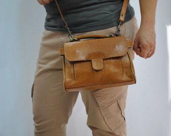 Vintage LEATHER  bag , cross body bag , messenger bag ....(214)