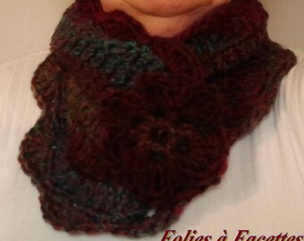 snood neck degraded green blue Brown with crocheted flower