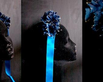 Tocado flor azul y oro