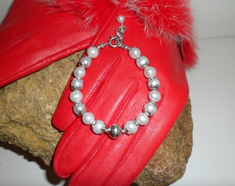 Stunning Off White Fresh Water Pearl and Sterling Silver Bracelet