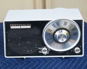 Vintage Motorola Radio Model AW25