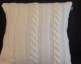 Knitted Pillow Cable